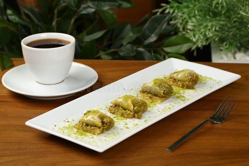 Бахлава и кофе стоковая фотография