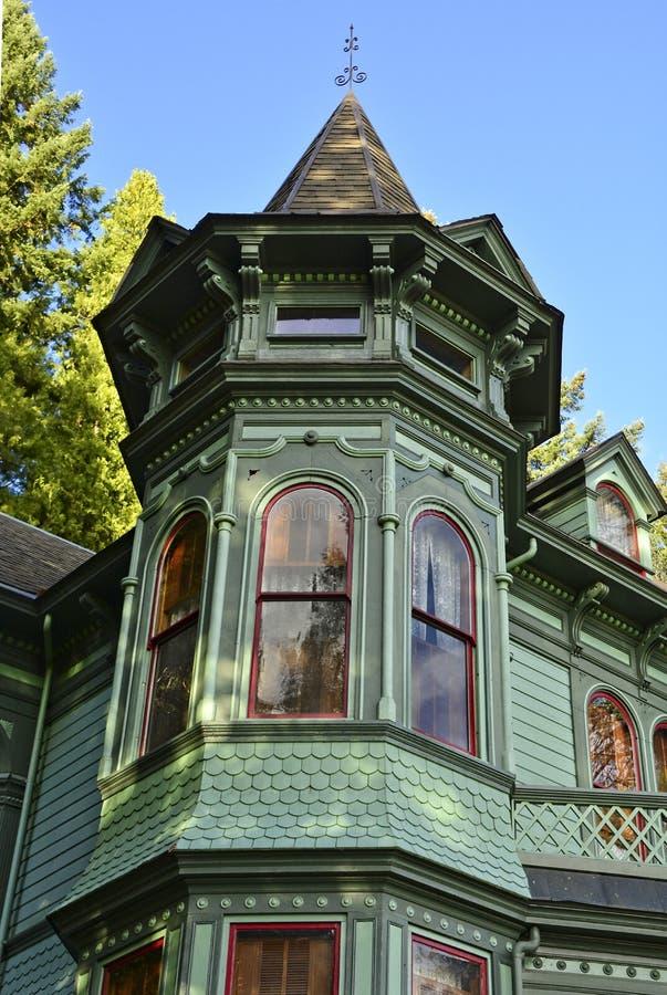 Башенка принадлежа старому викторианскому дому стоковые фотографии rf