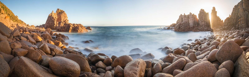 Башенкы трясут, остров Филиппа Австралии стоковые фотографии rf