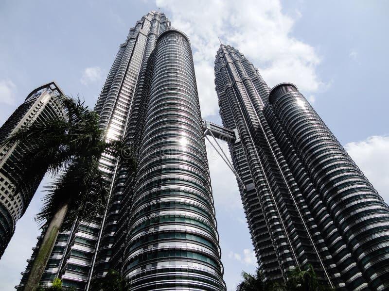 Башни Близнецы в Куалае-Лумпур, Малайзии будут среди самые высокие небоскребы перечисляют в мире и также популярные туристские на стоковые фото