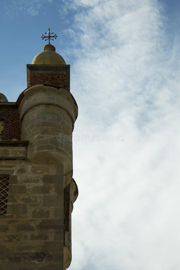 2 башни в старом здании с балконом стоковая фотография rf