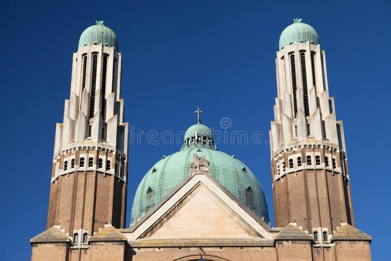 Башни и купол священной базилики сердца стоковая фотография rf