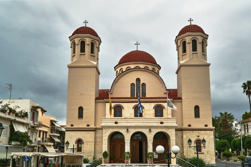 Башни и фасад православной церков церков в городе Rethymnon стоковые изображения rf