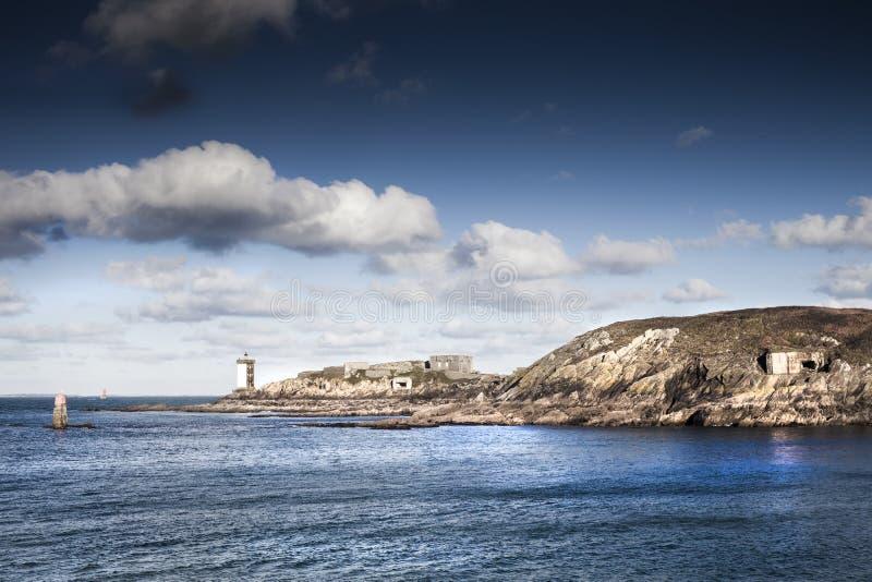Башни маяка и немецкая береговая линия бункера в атлантической стене, стоковое фото rf