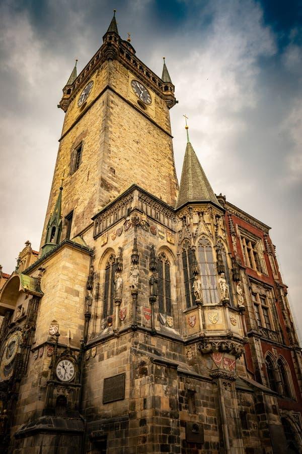 Башня астрономических часов на городской площади Праги старой стоковые фото