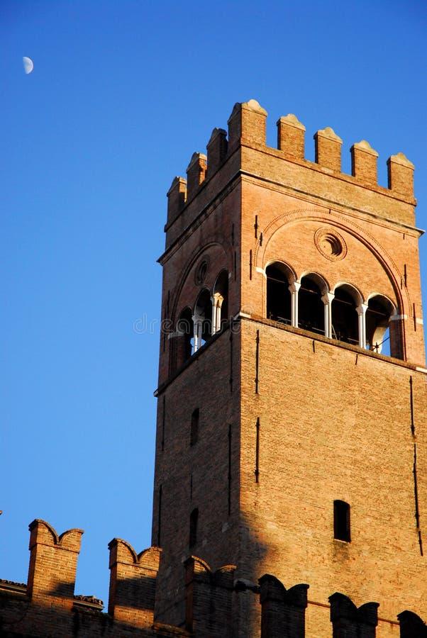 Башня дворца короля Enzo загоренного по солнцу в болонья в эмилия-Романье (Италия) стоковая фотография rf
