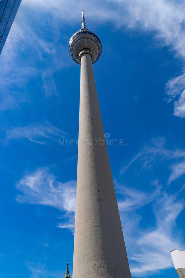 Башня в Берлине, самое высокое здание ТВ в Европе открытой для публики стоковое изображение rf