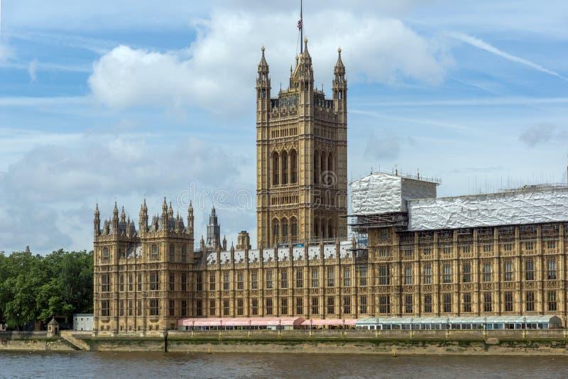 Башня в парламенте Великобритании, дворец Виктории Вестминстера, Лондона, Англии стоковая фотография rf
