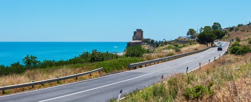 Башня городища на Ionian морском побережье, южной Италии стоковое изображение