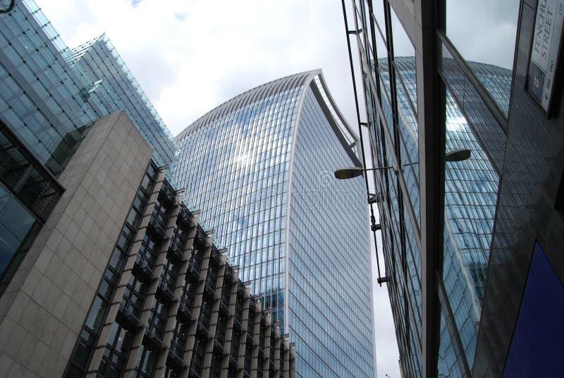 Башня звукового кино Walkie в городе Лондона стоковые изображения