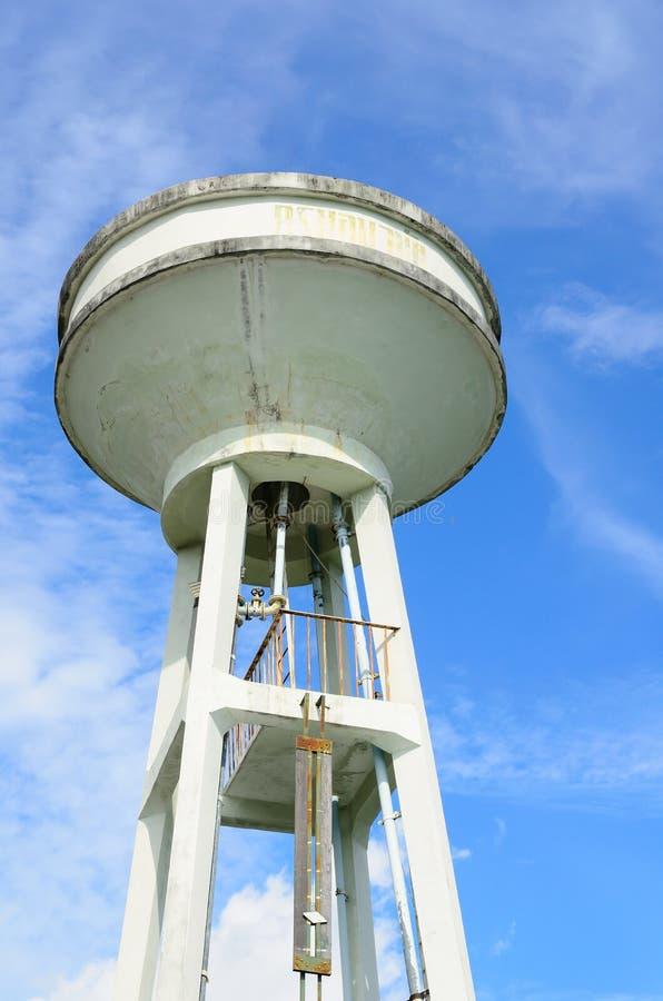 Download Башня и небо цистерны с водой Стоковое Фото - изображение насчитывающей покрашено, развилки: 41662914