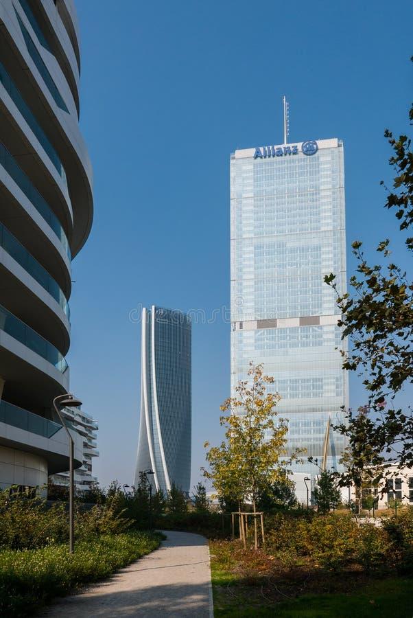 Башня и Hadid Isozaki возвышаются в комплексе ` городской жизни ` в месте милана 3 Torri стоковая фотография