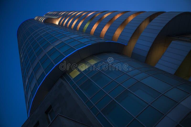 Башня кобры на ноче стоковое изображение