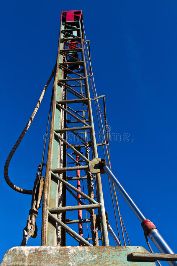 Башня колодца воды сверля стоковое изображение rf