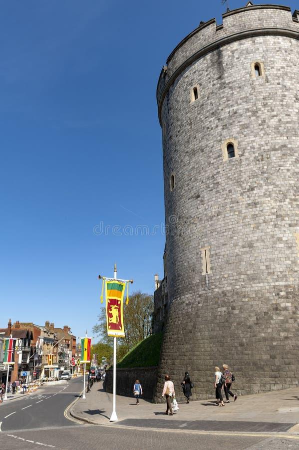 Башня комендантского часа, колокольня коллежа St. George на замке Виндзора, королевской резиденции на Виндзоре в графстве Беркшир стоковая фотография