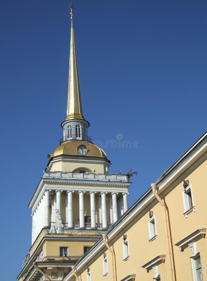 башня крыши часов золотистая стоковое изображение