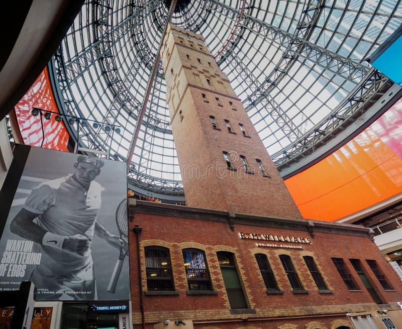 Башня Мельбурна центральная снятая с огромной рекламой Роджер Federer стоковое фото