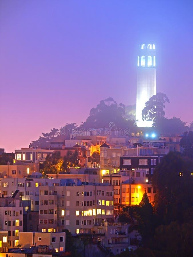 башня места ночи coit стоковые изображения