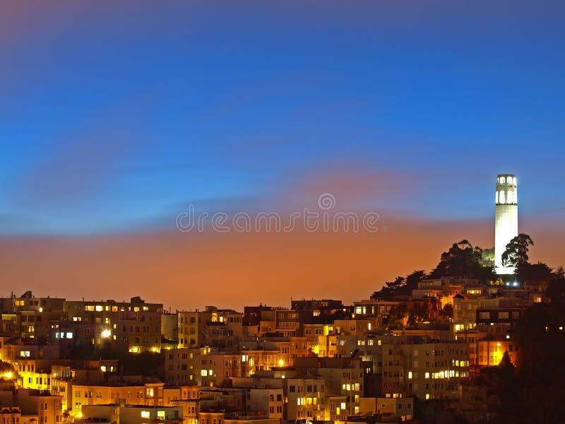 башня места ночи coit стоковое изображение rf