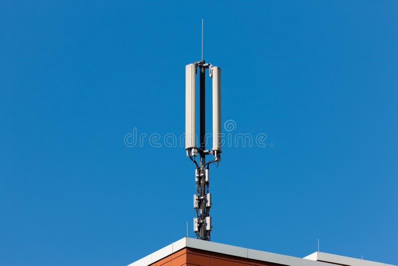 Башня мобильного телефона стоковые фотографии rf