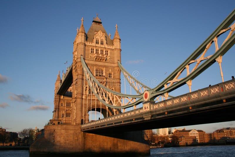 Download башня моста стоковое изображение. изображение насчитывающей зодчества - 480077