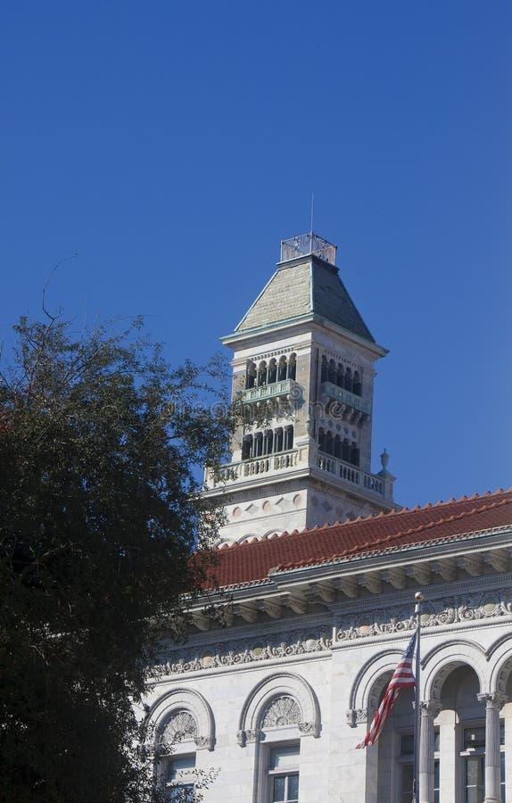 Download башня неба голубого здания колокола старая вниз Стоковое Фото - изображение насчитывающей штукатурка, старо: 18394090