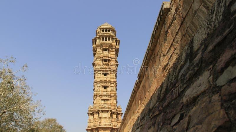 Башня победы и каменной стены стоковые изображения
