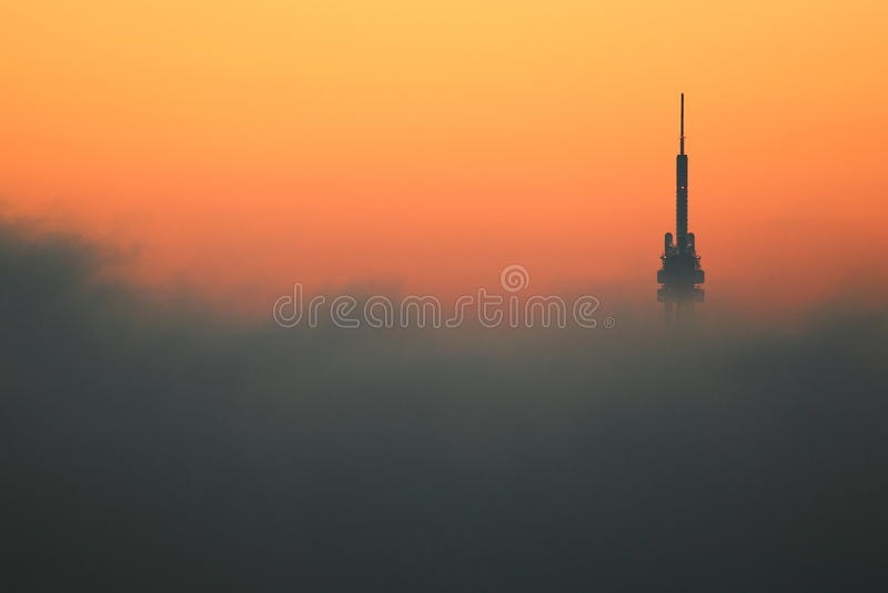Башня Прага TV на восходе солнца стоковая фотография rf