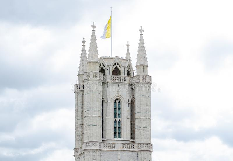 Башня собора Bavo Святого готический собор в историческом центре бельгийского города Гента стоковые изображения rf