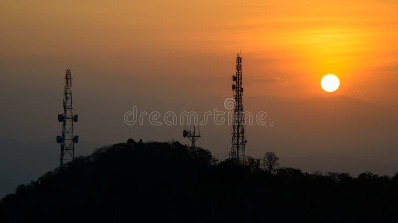 Download Башня сотового телефона стоковое изображение. изображение насчитывающей небо - 37931483