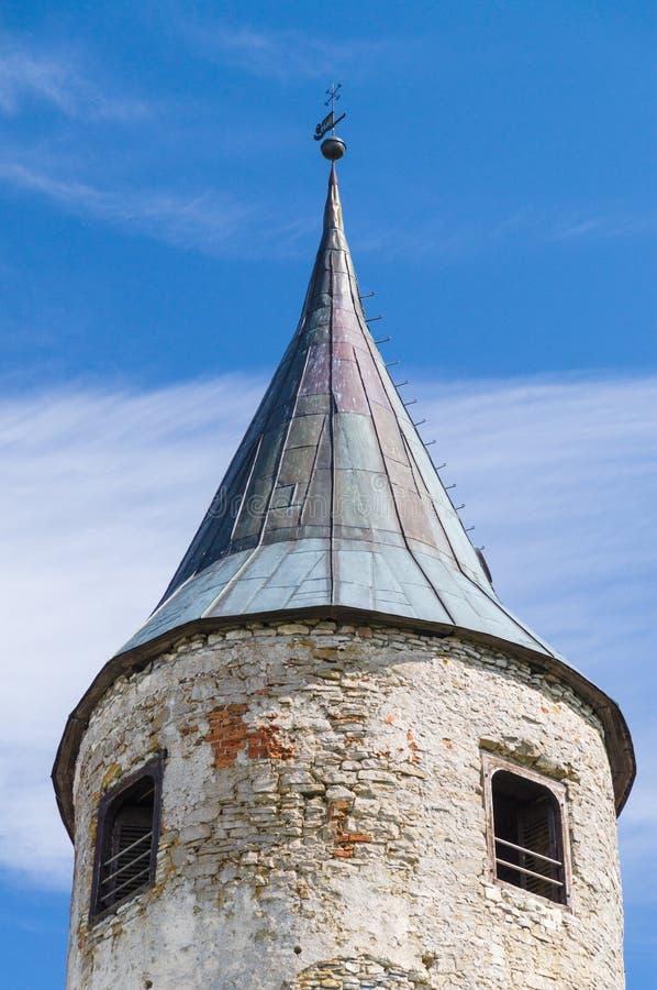 Башня средневекового замка в городке Haapsalu, Эстонии стоковые фотографии rf