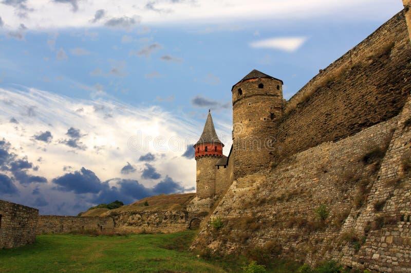 Download Башня стены и крепости цитадели старого бастиона Стоковое Фото - изображение насчитывающей ведущего, готско: 33732724
