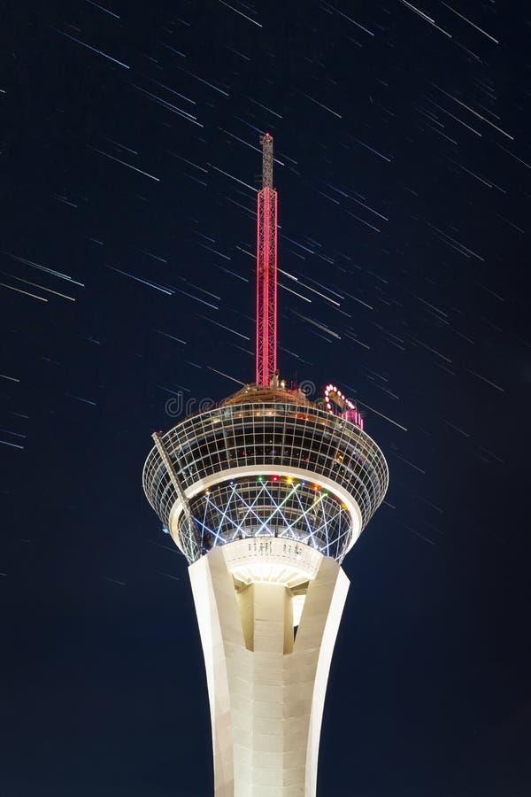 Башня стратосферы вечером, прокладка, Лас Вегас Боулевард, Лас-Вегас стоковые изображения