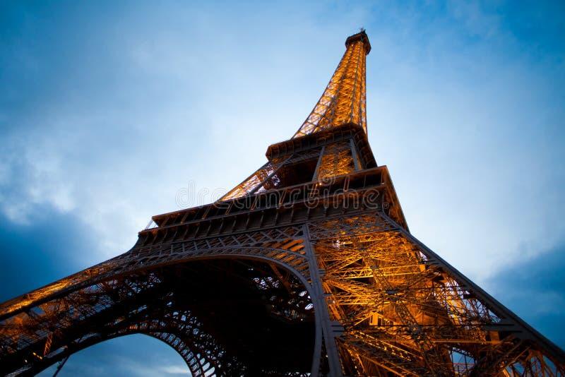 башня съемки paris ночи eiffel угла широко стоковые фото