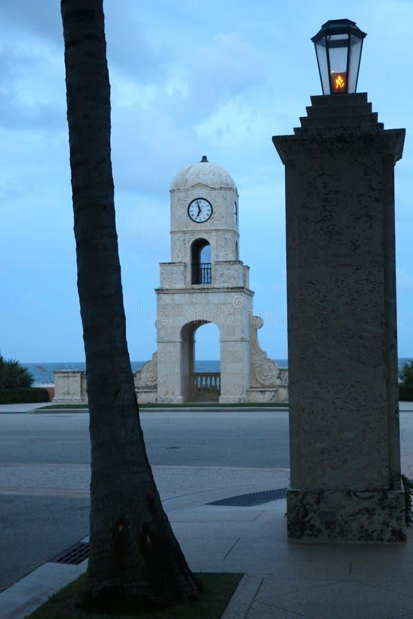 Башня с часами бульвара стоимости стоковое изображение