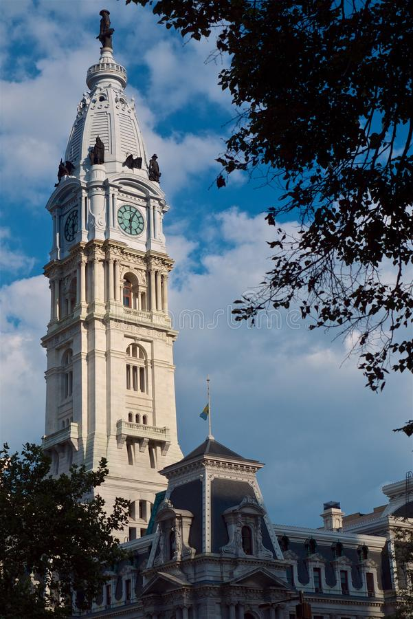 Башня с часами здание муниципалитета Филадельфии стоковое фото