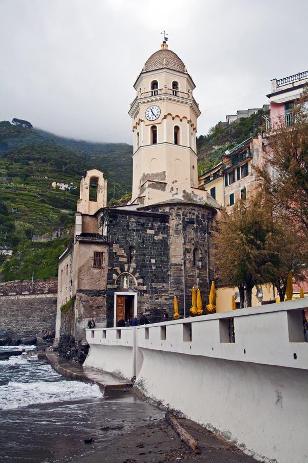 Башня с часами и купол Vernazza стоковое изображение rf