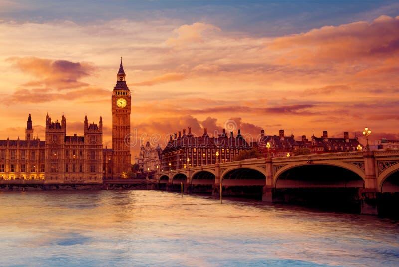 Башня с часами Лондон большого Бен на Реке Темза стоковое изображение rf