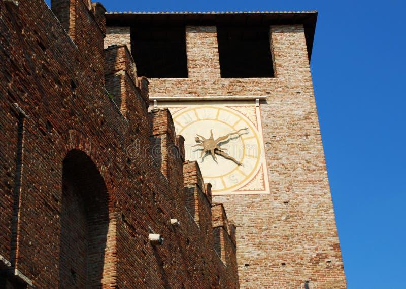 Башня с часами Castelvecchio, Вероны, Италии стоковая фотография