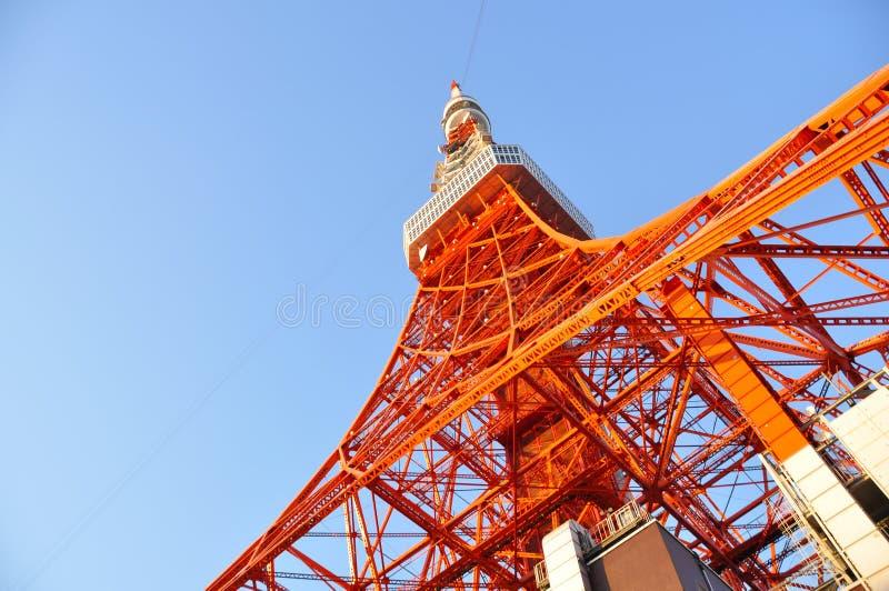 Башня токио, ориентир ориентир токио с голубым небом, Японией стоковое фото