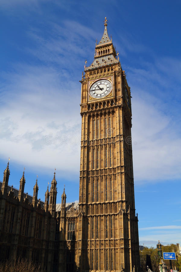 Башня часов большого Бен