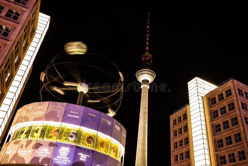 Башня часов и телевидения мира в Берлине стоковое фото