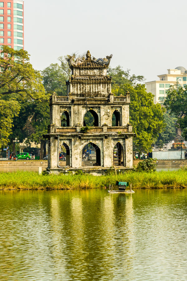 Башня черепахи на озере Hoan Kiem Ханоя стоковые фотографии rf