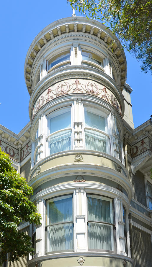 Богато украшенный детали башни в викторианском доме в Сан-Франциско стоковая фотография rf