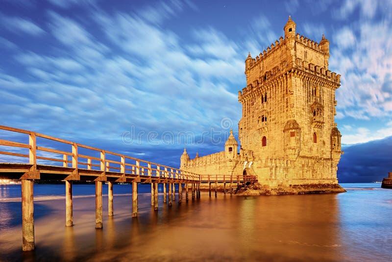 Башня Belem, Лиссабон - Португалия на ноче стоковые фотографии rf