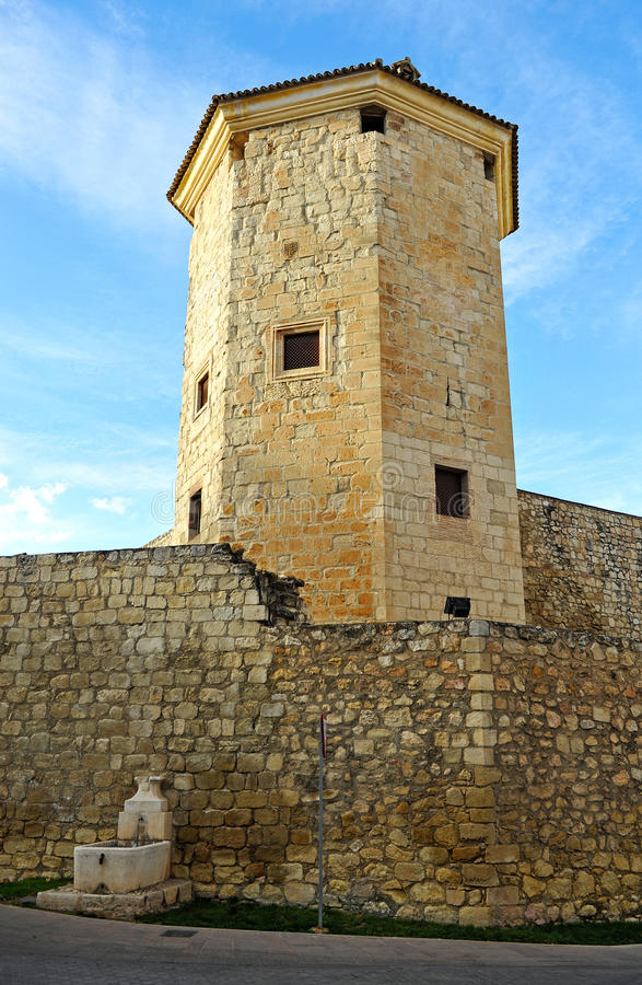 Башня Boabdil в провинция Lucena, Cordoba, Андалусия, Испания стоковое изображение rf