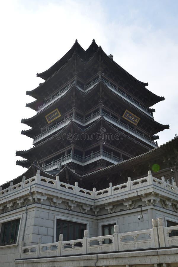 Башня Chaoran в озере Daming в Jinan стоковые изображения
