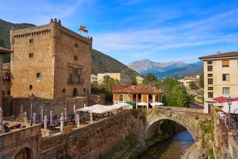 Башня infantado Potes в Кантабрии Испании стоковая фотография