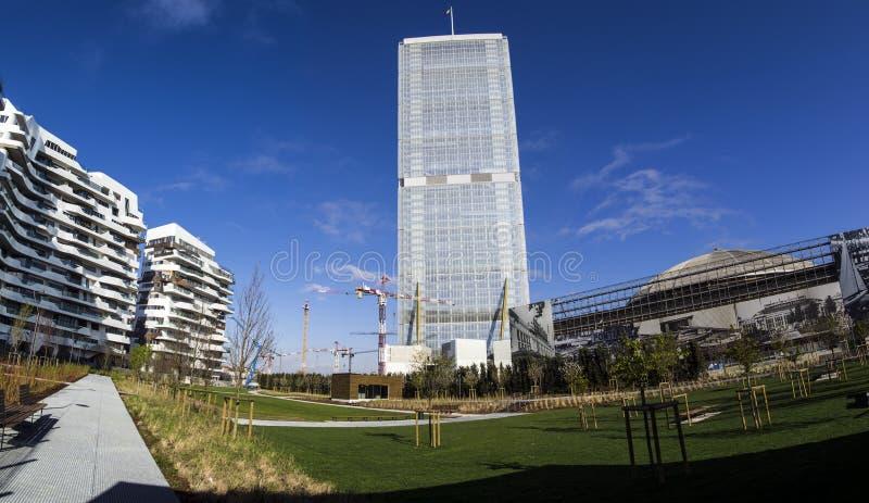 Башня Isozaki (прямое одно), милан стоковые изображения