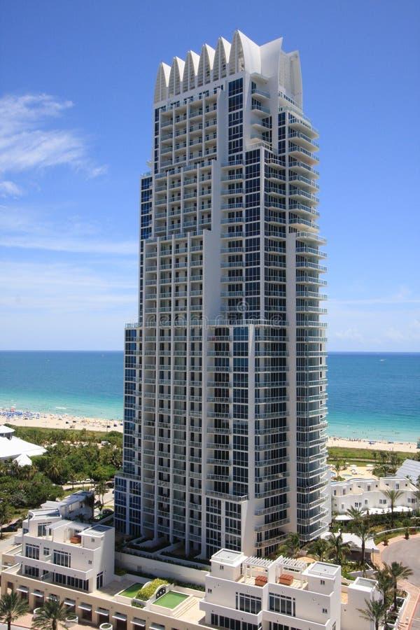 башня miami континуума пляжа северная стоковое изображение rf
